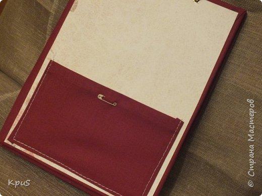 И снова здравствуйте. Спешу показать кулинарные книги, сделанные в подарок родственникам на Новый год. Да, да. Именно так рано я решила озаботиться подарками. Пока есть время и запал. В основе переплетный картон, синтепон и ткань. Для оформления разделителей использовала скрап бумагу. Кроме того кружево, чипборд и машинную строчку. Но это вы увидите ниже.  фото 11