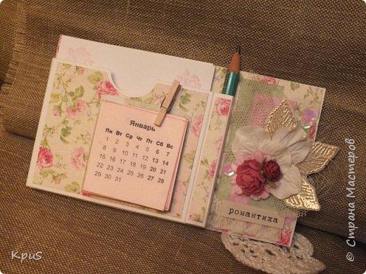 И снова здравствуйте. Спешу показать кулинарные книги, сделанные в подарок родственникам на Новый год. Да, да. Именно так рано я решила озаботиться подарками. Пока есть время и запал. В основе переплетный картон, синтепон и ткань. Для оформления разделителей использовала скрап бумагу. Кроме того кружево, чипборд и машинную строчку. Но это вы увидите ниже.  фото 22