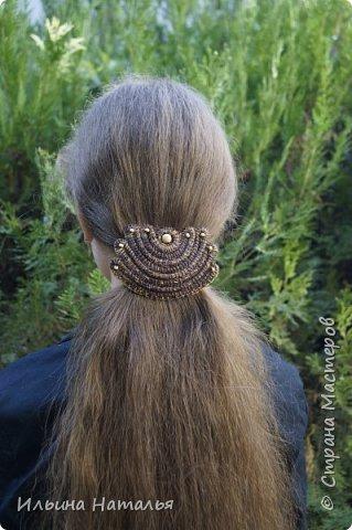 """Заколка для волос из сосновой иглы и буковых бусин. Ширина 11 см., высота 7,5 см. Средний """"автоматик"""" 7,5 см. фото 4"""