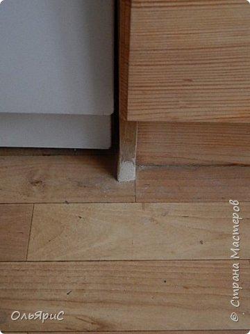 При переезде на новое место жительства в наследство достался кухонный гарнитур. Делали его явно на заказ, идеально вписан в размеры помещения, фасады - дерево, покрытое лаком. фото 7