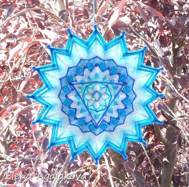 Продолжаю плести мандалы-чакры. Пятая, горловая чакра-мандала — Вишудха моего любимого голубого цвета!  Она находится посередине шеи в области горла. Цвета: синий, голубой, бирюзовый. Символически изображается в виде лотоса с 16-ю лепестками внутри которого круг с вписанным в него треугольником.  фото 3
