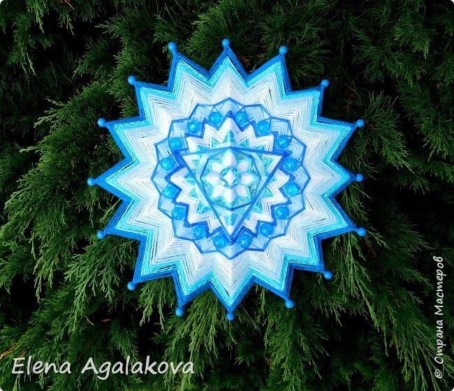 Продолжаю плести мандалы-чакры. Пятая, горловая чакра-мандала — Вишудха моего любимого голубого цвета!  Она находится посередине шеи в области горла. Цвета: синий, голубой, бирюзовый. Символически изображается в виде лотоса с 16-ю лепестками внутри которого круг с вписанным в него треугольником.  фото 1