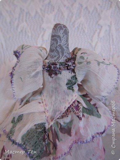 Сегодня я расскажу вам об этой очаровательной девочке, текстильной кукле https://stranamasterov.ru/node/1110906 Феи, они знаете ли такие — им платья подавай, мягкие подушки, и вкусную еду! Мне ещё повезло, что Розовый Ирис оказалась не самой капризной — тихонько ждала, когда я всё закончу. Но думаю дело тут в том, что она боооольшой любитель поспать. Ну, сами поглядите: фото 22