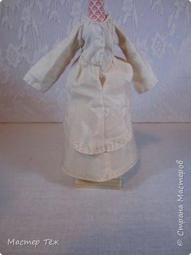 Сегодня я расскажу вам об этой очаровательной девочке, текстильной кукле http://stranamasterov.ru/node/1110906 Феи, они знаете ли такие — им платья подавай, мягкие подушки, и вкусную еду! Мне ещё повезло, что Розовый Ирис оказалась не самой капризной — тихонько ждала, когда я всё закончу. Но думаю дело тут в том, что она боооольшой любитель поспать. Ну, сами поглядите: фото 30
