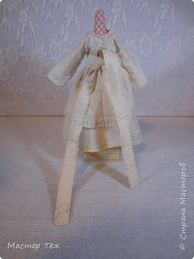 Сегодня я расскажу вам об этой очаровательной девочке, текстильной кукле https://stranamasterov.ru/node/1110906 Феи, они знаете ли такие — им платья подавай, мягкие подушки, и вкусную еду! Мне ещё повезло, что Розовый Ирис оказалась не самой капризной — тихонько ждала, когда я всё закончу. Но думаю дело тут в том, что она боооольшой любитель поспать. Ну, сами поглядите: фото 32