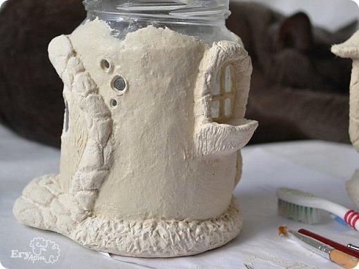 Сегодня предлагаю сделать сказочный домик-мухомор из обычных материалов. Идея не моя, вдохновление черпала от работ Творческой мамы. Решила слепить себе и поделиться с Вами.  Для начала продублирую состав паперклея в ложках и граммах:  - туалетная бумага (салфетки) — 20 г (примерно 5-7 мм от рулона); - клей ПВА — 75 г (7 ст. л.); - гипсовая сухая шпатлевка — 125 г (6 ст. л.); - мука — 50 г (4 ст. л.); - детское или оливковое масла, можно заменить на Фейри — 20 г (3 ст. л ); - крахмал — 50 г (4 ст. л).  Предыдущий мастер-класс по его изготовлению смотрите у меня в блоге  Можно и нужно набросать эскизы будущего домика и действовать по плану, но я буду делать домик по вдохновению. Так что этот проект  творческий. В итоге получатся вот такие грибочки. фото 27