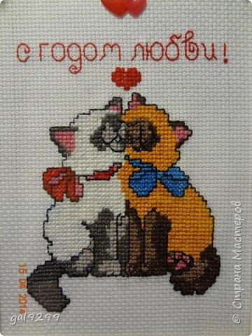 Вышиваю разных котиков. Если парочки, то обязательно одного рыжим вышиваю.  Парочка сидит на заборе и смотрит на луну. Оформлена в картон и украшена 3D - наклейками. фото 2