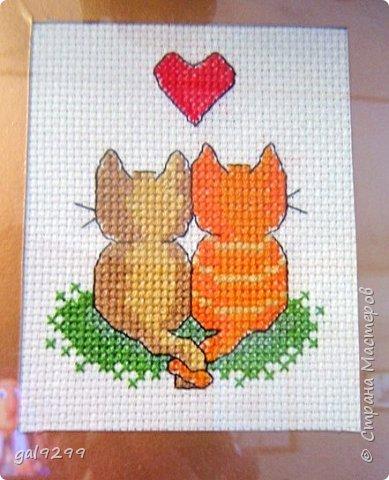 Вышиваю разных котиков. Если парочки, то обязательно одного рыжим вышиваю.  Парочка сидит на заборе и смотрит на луну. Оформлена в картон и украшена 3D - наклейками. фото 4