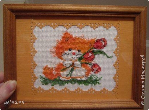 Вышиваю разных котиков. Если парочки, то обязательно одного рыжим вышиваю.  Парочка сидит на заборе и смотрит на луну. Оформлена в картон и украшена 3D - наклейками. фото 7