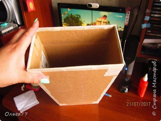 Всем добрый день. Продолжаю подготовку к юбилею своей подруги)))). Хочу поделиться с вами маленьким мастер классом,по созданию коробки для альбомов. Все свои коробочки я делаю из обычного упаковочного картона,клея ПВА и малярного скотча.Вот так выглядит первая часть упаковки. Непосредственно в ней будут лежать фотоальбомы... фото 6