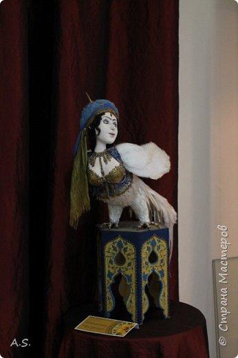 """Мы с ребятами побывали на чудесной выставке """"Восточные сказки"""" в краеведческом музее. Волшебные куклы, занимательный рассказ, атмосферный фото проект """"Стамбул"""", интересный мастер класс... Ребята вспоминали сюжеты известных восточных сказок, услышали и несколько малоизвестных историй, угадывали русскую сказку, в которой есть восточная царица, решали кроссворд, и делали поделку в восточном стиле. Рассматривали фотографии современного Стамбула и вспоминали историю и древний Константинополь: например, увидели на фотографиях музей Айя-Софья и узнали, что это бывший патриарший православный собор Святая София Константинопольская.  фото 26"""