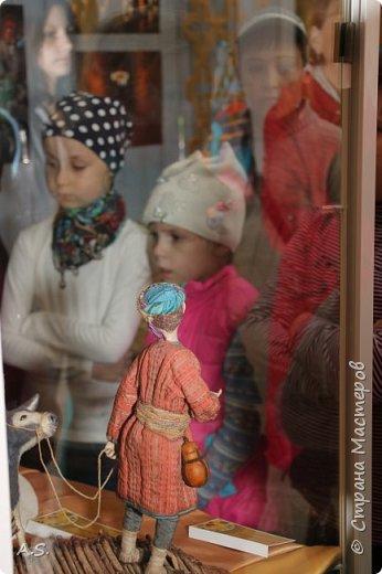 """Мы с ребятами побывали на чудесной выставке """"Восточные сказки"""" в краеведческом музее. Волшебные куклы, занимательный рассказ, атмосферный фото проект """"Стамбул"""", интересный мастер класс... Ребята вспоминали сюжеты известных восточных сказок, услышали и несколько малоизвестных историй, угадывали русскую сказку, в которой есть восточная царица, решали кроссворд, и делали поделку в восточном стиле. Рассматривали фотографии современного Стамбула и вспоминали историю и древний Константинополь: например, увидели на фотографиях музей Айя-Софья и узнали, что это бывший патриарший православный собор Святая София Константинопольская.  фото 48"""