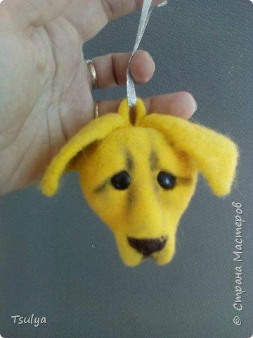 2018 год - год Желтой Собаки.Вот, готовлюсь))). Попробовала делать елочнуб игрушку. На этот раз - это символ года, выполненный в технике сухого валяния из шерсти.  фото 1