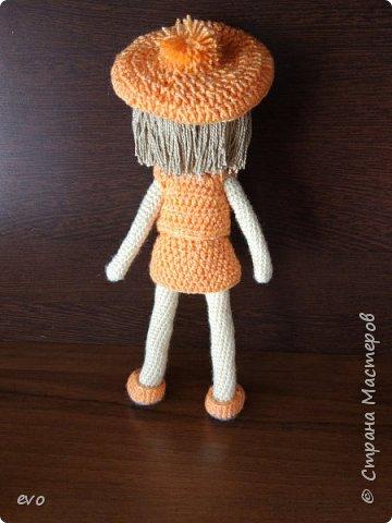 Всем привет! Связалась у меня вот такая куколка Верочка!) Кукла на проволочном каркасе. Пряжа акрил, крючок №2,5. Рост Верочки 23 см фото 3