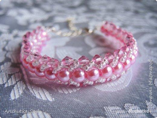 Браслет из бисера и бусин «Розовая нежность»