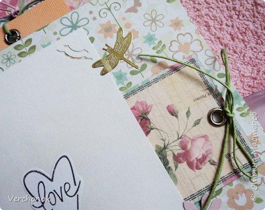Я с новым альбомом))) 8 разворотов, вмещает около 30 фото, есть кармашки, секретики. Альбом выполнен в нежной цветовой гаме, украшен жемчужинками, цветами, бабочками - для настоящей принцессы) Итак, смотрим...    фото 15