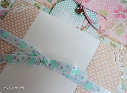 Я с новым альбомом))) 8 разворотов, вмещает около 30 фото, есть кармашки, секретики. Альбом выполнен в нежной цветовой гаме, украшен жемчужинками, цветами, бабочками - для настоящей принцессы) Итак, смотрим...    фото 16
