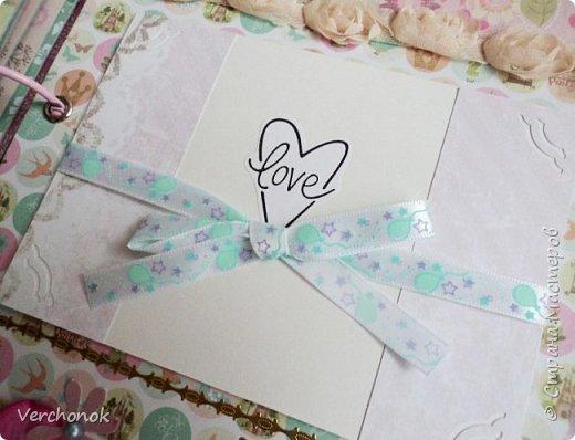 Я с новым альбомом))) 8 разворотов, вмещает около 30 фото, есть кармашки, секретики. Альбом выполнен в нежной цветовой гаме, украшен жемчужинками, цветами, бабочками - для настоящей принцессы) Итак, смотрим...    фото 18