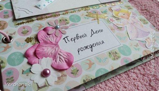 Я с новым альбомом))) 8 разворотов, вмещает около 30 фото, есть кармашки, секретики. Альбом выполнен в нежной цветовой гаме, украшен жемчужинками, цветами, бабочками - для настоящей принцессы) Итак, смотрим...    фото 19