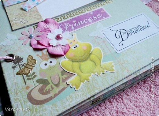Я с новым альбомом))) 8 разворотов, вмещает около 30 фото, есть кармашки, секретики. Альбом выполнен в нежной цветовой гаме, украшен жемчужинками, цветами, бабочками - для настоящей принцессы) Итак, смотрим...    фото 8