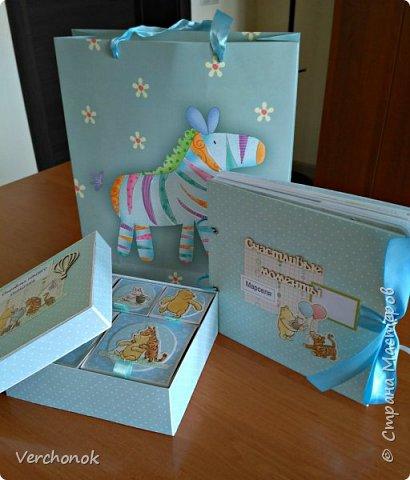 Всем привет) Вот такой очаровательный набор для малыша на первый годик с Винни Пухом, вмещает около 60 фото. Есть секретные развороты, кармашки и много интересных деталек. Коробочка для вещей малыша в той же цветовой гамме и стиле, что и альбом.     фото 2