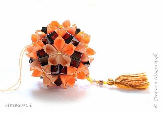 Flores de Amizade (Цветы дружбы). Автор Samuel Vinicius. Вариация от Анастасии Николаевой - Бразильские цветы (с использованием модуля от Tomoko Fuse). МК здесь - http://www.liveinternet.ru/users/4328974/post350346367 Здесь предыдущая партия - http://stranamasterov.ru/node/874262 30 модулей 4 х 8 см., 30 модулей 4 х 12 см. Размер - около 9 см. фото 2
