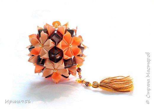 Flores de Amizade (Цветы дружбы). Автор Samuel Vinicius. Вариация от Анастасии Николаевой - Бразильские цветы (с использованием модуля от Tomoko Fuse). МК здесь - http://www.liveinternet.ru/users/4328974/post350346367 Здесь предыдущая партия - http://stranamasterov.ru/node/874262 30 модулей 4 х 8 см., 30 модулей 4 х 12 см. Размер - около 9 см. фото 3