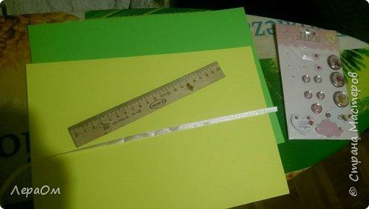 Два листа плотной бумаги,поделила их пополам и разрезала фигурными ножницами фото 1