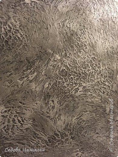Тигр, как и стены, выполнен из финишной шпаклёвки. Каменная кладка на стене из белых гипсовых плит, напиленных и покрашенных вручную. фото 3