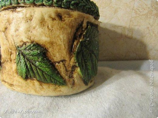 В продолжение темы с листьями. На самом деле эта шкатулка была сделана первой, но крышка у нее была другая, с лепкой из соленого теста. Сделала, смотрела-смотрела - ну не подходит! Пришлось делать новую крышку. фото 5