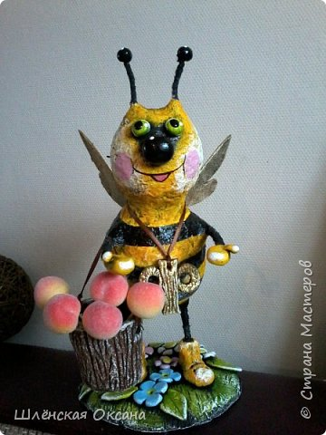 """Доброго времени суток,Страна Мастеров!Ну вот покрасила наконец пчёлку,пока без лака.Буковка """"Ф""""на груди это начальная буква фамилии наших пчеловодов,заказчиков пчёлки. фото 2"""