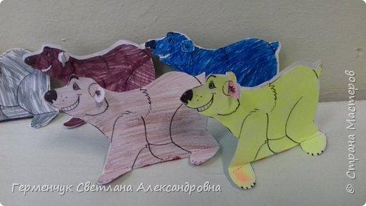 В нашей школе подходит к концу неделя  экологии.В начальной школе ребята с родителями и      учителями организовали небольшую выставку своих работ в защиту природы . Мы с ребятами  третьеклассниками решили смастерить  вот такого белого медведя УМКУ. Так как эти животные больше всего  страдают от потепления климата.Белый медведь  занесен в Красную книгу РФ, численность которого ~25 тыс. особей.Жизни этих животных  угрожает промышленное освоение Арктики и загрязнение ,и разрушение мест их обитания,и браконьерство, и ,конечно глобальное потепление.И мы с ребятами и родителями решили собирать и сдавать макулатуру , чтобы был наш вклад в  спасение   Земли  от загрязнения фото 9