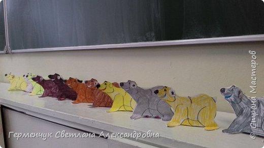 В нашей школе подходит к концу неделя  экологии.В начальной школе ребята с родителями и      учителями организовали небольшую выставку своих работ в защиту природы . Мы с ребятами  третьеклассниками решили смастерить  вот такого белого медведя УМКУ. Так как эти животные больше всего  страдают от потепления климата.Белый медведь  занесен в Красную книгу РФ, численность которого ~25 тыс. особей.Жизни этих животных  угрожает промышленное освоение Арктики и загрязнение ,и разрушение мест их обитания,и браконьерство, и ,конечно глобальное потепление.И мы с ребятами и родителями решили собирать и сдавать макулатуру , чтобы был наш вклад в  спасение   Земли  от загрязнения фото 5