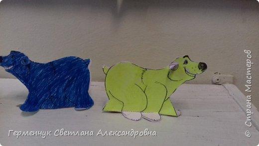В нашей школе подходит к концу неделя  экологии.В начальной школе ребята с родителями и      учителями организовали небольшую выставку своих работ в защиту природы . Мы с ребятами  третьеклассниками решили смастерить  вот такого белого медведя УМКУ. Так как эти животные больше всего  страдают от потепления климата.Белый медведь  занесен в Красную книгу РФ, численность которого ~25 тыс. особей.Жизни этих животных  угрожает промышленное освоение Арктики и загрязнение ,и разрушение мест их обитания,и браконьерство, и ,конечно глобальное потепление.И мы с ребятами и родителями решили собирать и сдавать макулатуру , чтобы был наш вклад в  спасение   Земли  от загрязнения фото 12