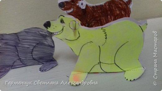 В нашей школе подходит к концу неделя  экологии.В начальной школе ребята с родителями и      учителями организовали небольшую выставку своих работ в защиту природы . Мы с ребятами  третьеклассниками решили смастерить  вот такого белого медведя УМКУ. Так как эти животные больше всего  страдают от потепления климата.Белый медведь  занесен в Красную книгу РФ, численность которого ~25 тыс. особей.Жизни этих животных  угрожает промышленное освоение Арктики и загрязнение ,и разрушение мест их обитания,и браконьерство, и ,конечно глобальное потепление.И мы с ребятами и родителями решили собирать и сдавать макулатуру , чтобы был наш вклад в  спасение   Земли  от загрязнения фото 14