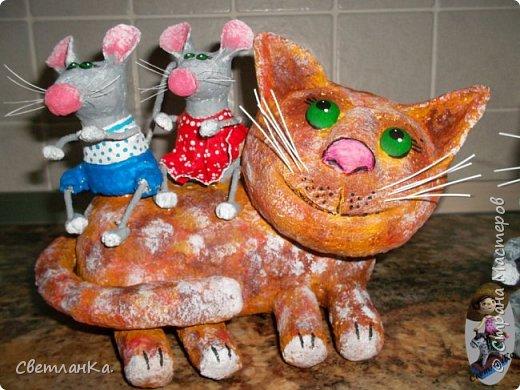 Кот и мыши сделаны из папье маше, покрашены акриловыми красками. Идею подсмотрела в интернете (у кого не помню).