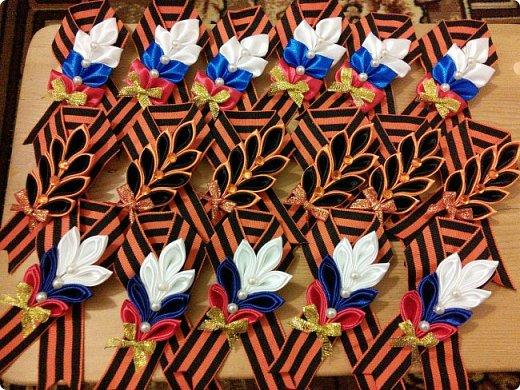 К празднику были подготовлены вот такие брошки. фото 1