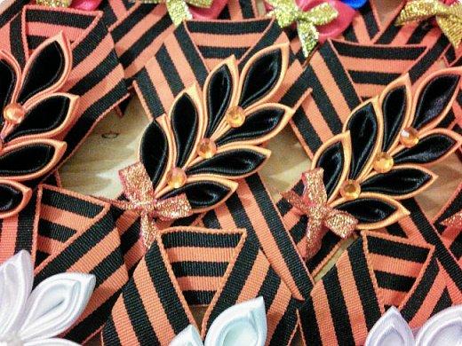 К празднику были подготовлены вот такие брошки. фото 4