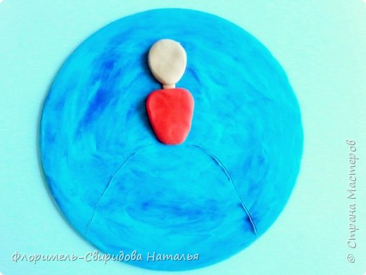 Поделка выполняется на CD диске с использованием воскового пластилина. фото 4