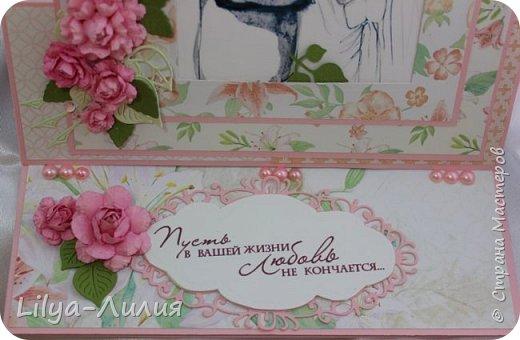 Открытка - стойка - фоторамка на свадьбу.  Картинка с молодыми вынимается и можно вставить фото со свадьбы.  фото 3
