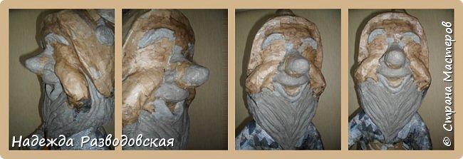 Работая над  своим очередным гномом из папье-маше, я не забыла просьбу   жителей «Страны мастеров» поделиться  опытом создания скульптур в данной технике, поэтому весь процесс пришлось подробно фотографировать. Впервые при моделировании гнома я использовала картон от упаковок от сока. Постараюсь последовательно  и обстоятельно изложить, как шел творческий процесс над созданием гнома из папье-маше и что у меня получалось.      2.Материалы, которые я использовала при создании скульптуры гнома с вазой: Четыре пластиковые 1,5-литровые бутылки  Две пластиковые 5-литровые емкости для питьевой воды Три упаковки для яиц   Пшеничная мука для заваривания клейстера Клей ПВА Газетная и крафтовая (оберточная серая) бумага Туалетная бумага Упаковки из-под сока Проволока Скотч Фольга  Шпаклевка по дереву Краски для окрашивания гнома (художественные масляные краски, белая эмалевая краска, пигменты «Color» для добавления в белую краску) Из инструментов очень пригодились «горячий» клеевой пистолет и степлер. фото 82
