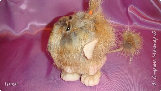 """Кукла выполнена в технике: """"Скульптурный текстиль"""". Материалы: капрон, синтепон, мех и хорошее настроение. Размеры:14см-высота , 8см- длина (14см с хвостиком). фото 4"""