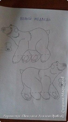 В нашей школе подходит к концу неделя  экологии.В начальной школе ребята с родителями и      учителями организовали небольшую выставку своих работ в защиту природы . Мы с ребятами  третьеклассниками решили смастерить  вот такого белого медведя УМКУ. Так как эти животные больше всего  страдают от потепления климата.Белый медведь  занесен в Красную книгу РФ, численность которого ~25 тыс. особей.Жизни этих животных  угрожает промышленное освоение Арктики и загрязнение ,и разрушение мест их обитания,и браконьерство, и ,конечно глобальное потепление.И мы с ребятами и родителями решили собирать и сдавать макулатуру , чтобы был наш вклад в  спасение   Земли  от загрязнения фото 34