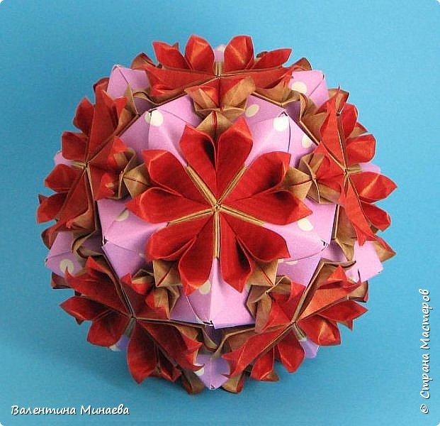 Всем привет! Даю небольшой МК как сделать модульные цветы для кусудам в виде сердечек.  Tornillo + flowers Name: Tornillo   Designer: Paolo Bascetta  Units: 30  Paper: 8,5 х 8,5  Final height: ~ 13,0 cm with glue  Lobivia flowers  Designer: Valentina Minayeva  Units: 60  Paper: 5,5 х 5,5  фото 5