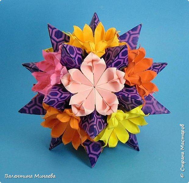 Всем привет! Даю небольшой МК как сделать модульные цветы для кусудам в виде сердечек.  Tornillo + flowers Name: Tornillo   Designer: Paolo Bascetta  Units: 30  Paper: 8,5 х 8,5  Final height: ~ 13,0 cm with glue  Lobivia flowers  Designer: Valentina Minayeva  Units: 60  Paper: 5,5 х 5,5  фото 1
