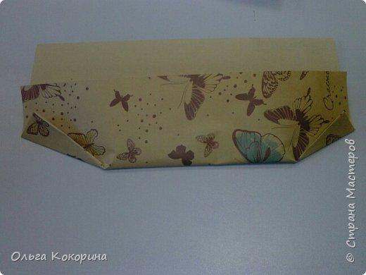 Оформляем шоколад к празднику. Необходимы: плитка любого шоколада, бумага для оформления, гофрированная бумага, конфеты, атласные ленточки, бусины и т.п. фото 4