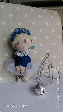 Куколка-брошь(подвеска), выполнена из бязи, рост 11 см. фото 2