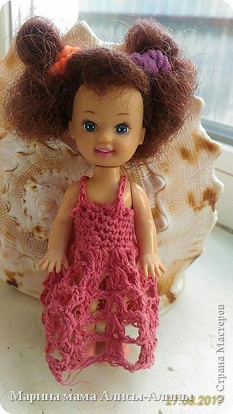 Алина попросила новые наряды куколкам. Чуть-чуть связала. Платьице с сапожками и сумочкой. фото 7