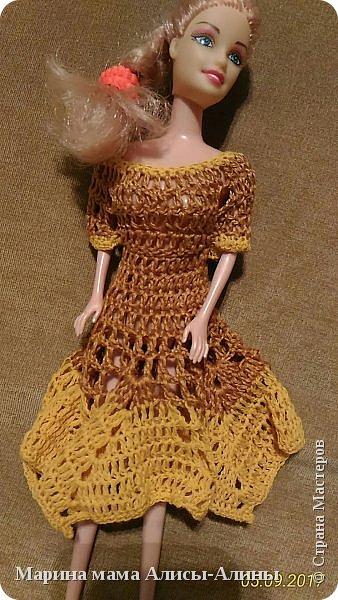 Алина попросила новые наряды куколкам. Чуть-чуть связала. Платьице с сапожками и сумочкой. фото 11