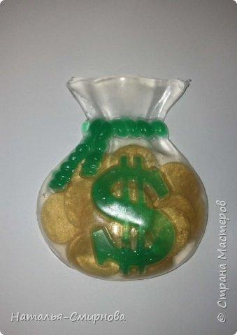 """Добрый день! Представляю вам немного мыла, которое сделала за последнее время. В этом мыле делала имитацию монеток. Аромат """"Зеленое яблоко"""" фото 1"""
